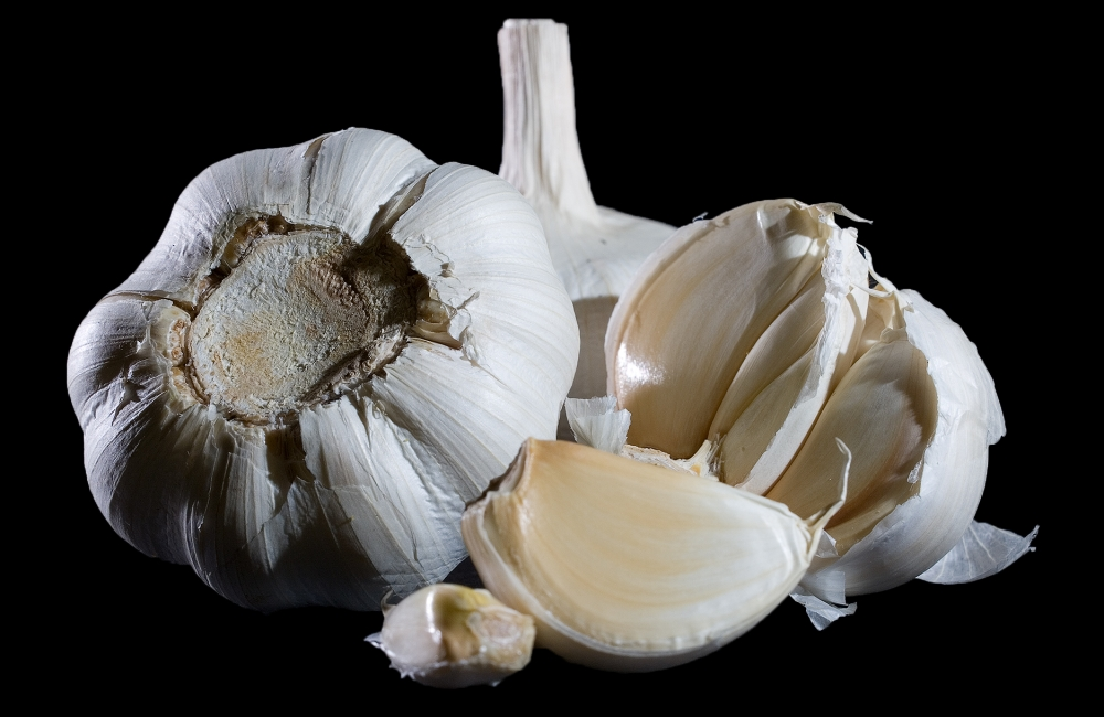 How To Cure Garlic Breath? Take a guess
